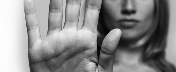 Poniendo fin a la violencia contra de la mujer